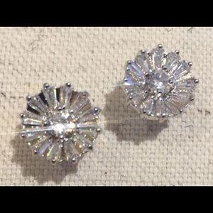 NEW! 💎 CZ 💎 Daisy Stud Earrings